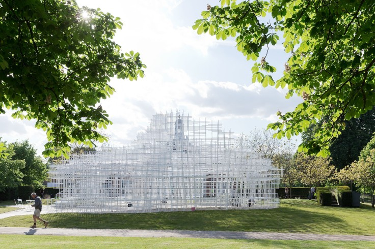 serpentine pavilion setting